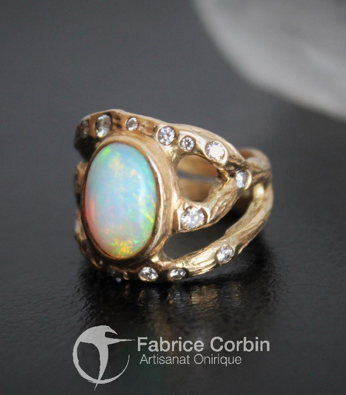 Bague Opale , or jaune et diamants