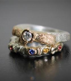 Alliance et bague de fiançaille brut et pierres précieuses